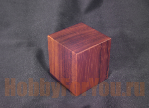 PHQ-02 Brown Bubinga (46x46x50mm) (ANDREA MINIATURAS)
